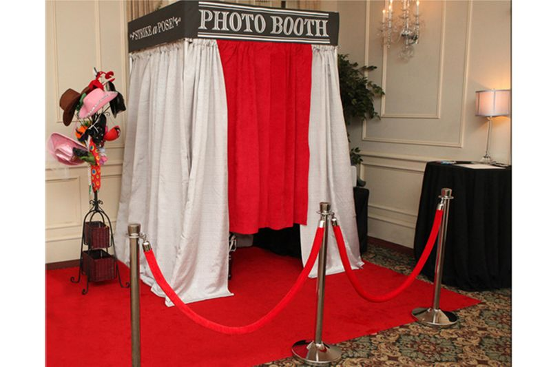Leasing a Photo Booth – What You Need to Know – 1 a 4 Studio